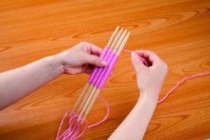 PKG_weaving_needle_fine_IN_USE