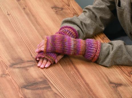 3178_Oval_Loom_model-fingerless_gloves