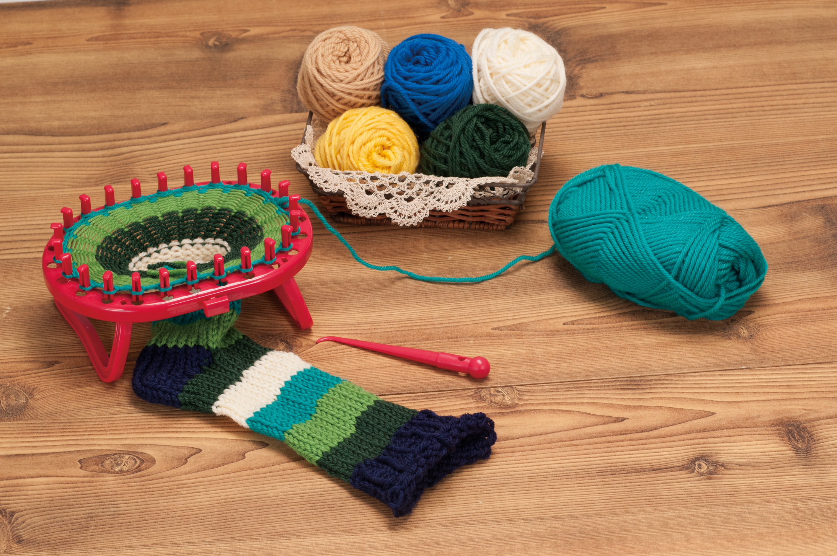 Knitting Socks On A Loom : Standing oval loom sock and hand warmers clover needlecraft